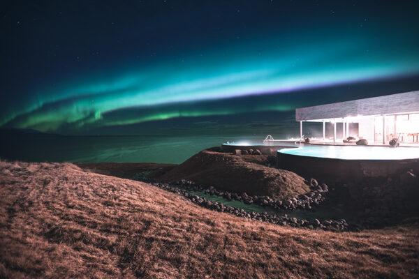 northern lights pool Atlantik Iceland Bespoke luxury travel FIT DMC PCO